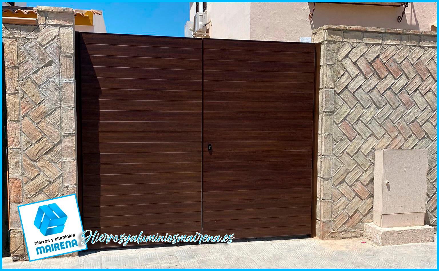 Puerta de aluminio acabado madera en Hierro y aluminios Mairena para toda Sevilla
